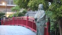 *【ねね橋】太閤橋近くの秀吉像とこちらのねね像は遠くで目線が合うように立っていると言われております。
