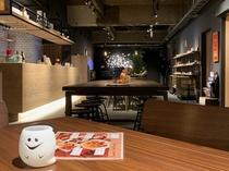 カジュアルでおしゃれな1階のカフェ&バー。持ち込みもOKです。