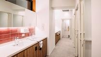 シャワールーム(男女別にパウダールームも完備)