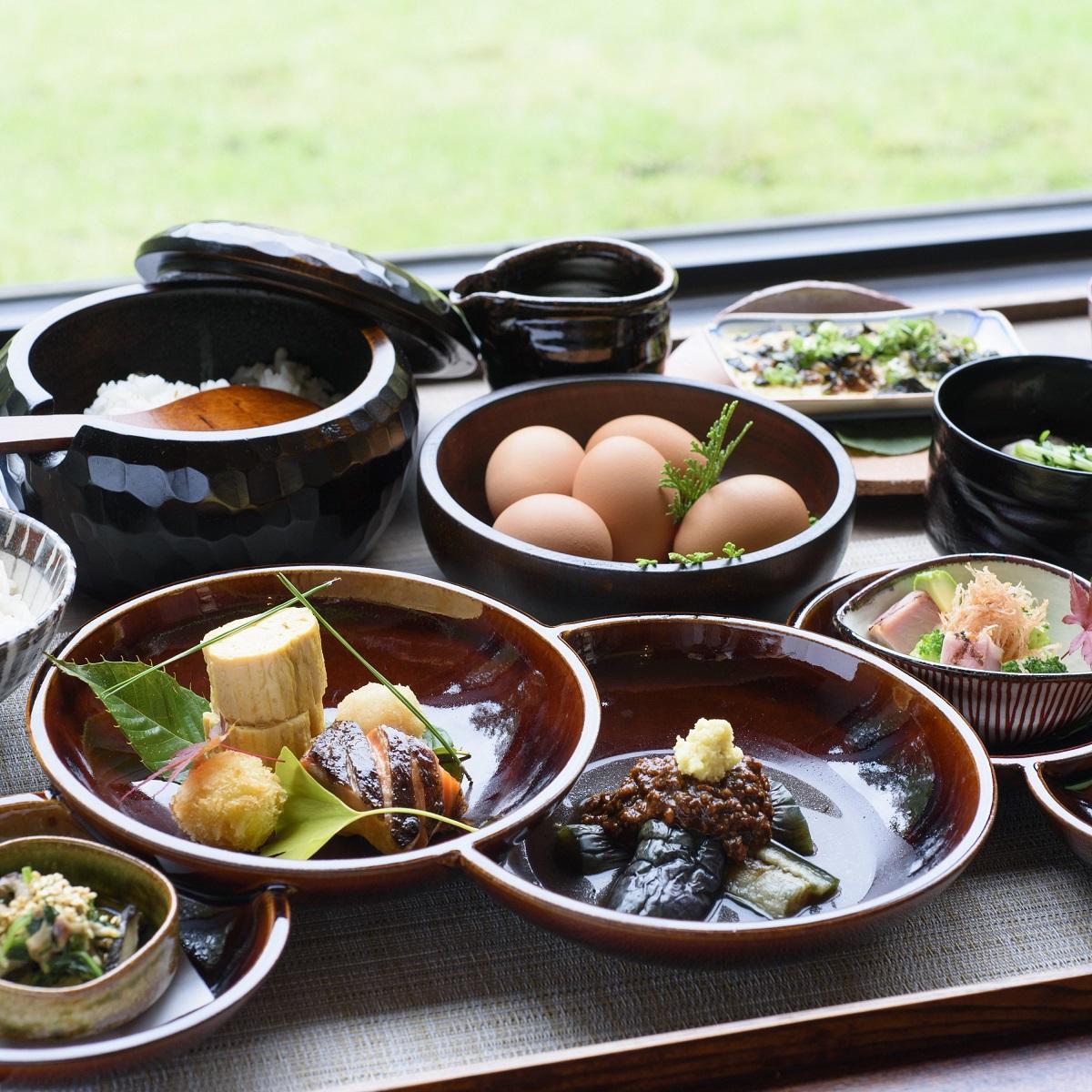 ご朝食 一例 富士五湖をイメージした器を使用してます