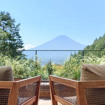 天気の良い日はテラスから富士山がご覧いただけます