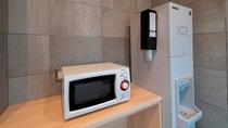館内施設 1階ロビーには電子レンジや製氷機のご用意もございます。