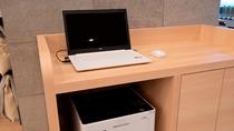 1階ロビーに無料のパソコンコーナーをご用意しております。