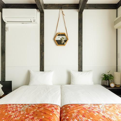【ツインルーム】山梨の木工職人の野田沙織さんによるオリジナルの壁掛けにも注目