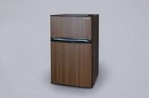 2ドア式の冷蔵冷凍庫を完備しています