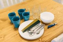 客室設備_食器類をご用意しています(写真は一例)