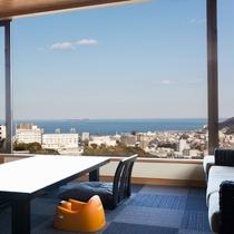 海を眺めながらのお部屋食