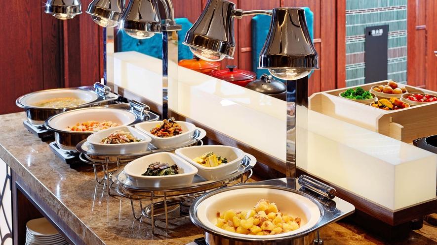【朝食】ヘルシー志向の温野菜料理コーナー