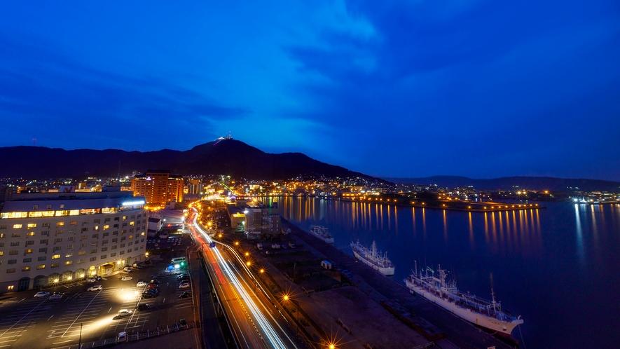 【景観】夜になるとライトアップされたベイエリアの夜景がご覧いただけます。