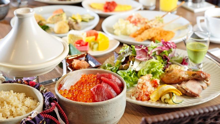【朝食】炊き立てご飯にツヤツヤ輝くイクラ。オリジナルの海鮮丼を作ってみては如何でしょうか