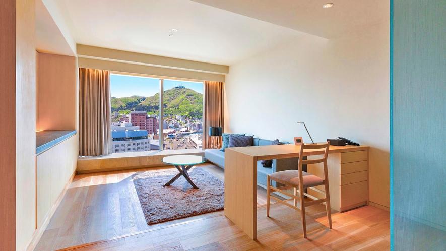 【客室】センチュリースイート/58㎡/リビングとベッドルームがセパレートタイプのスイートルーム。