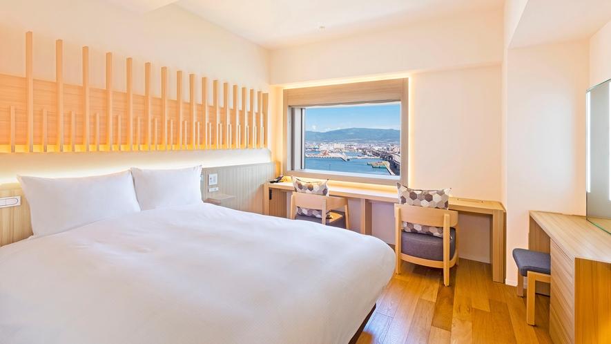 【客室】プレミアダブル/20㎡/白木を基調とした高層階のお部屋です。