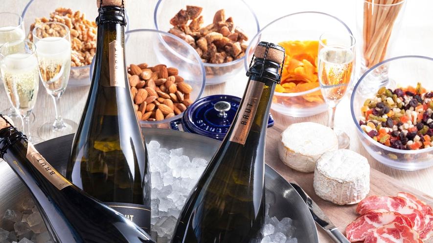 【朝食】朝食でスパークリングワインを贅沢に堪能。生ハムやチーズ、ナッツと共に。