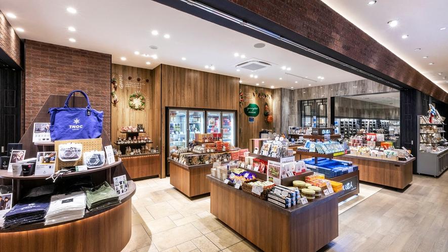 【売店】ホテルオリジナル商品をはじめ北海道銘菓など旅のお土産にピッタリな商品を種類豊富にご用意。
