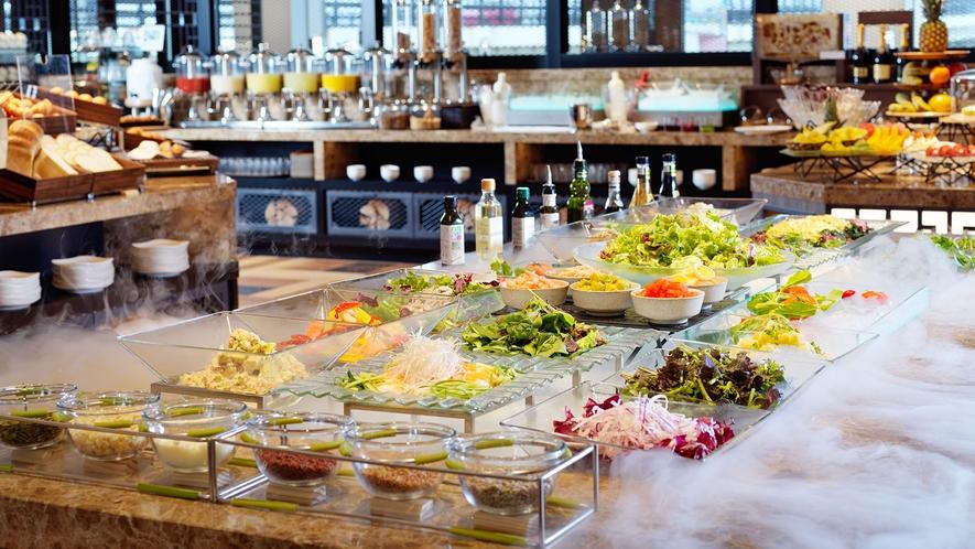 【朝食】当店自慢のサラダコーナー。日替わりメニューでご提供しております。