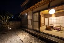 庭からの眺め(夜)