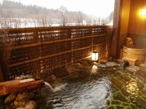 【大浴場:露天風呂】露天には露天風呂・樽風呂をご準備しております。