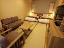 【客室:フォース】42.7平米 温かい木のぬくもりを感じるお部屋です。