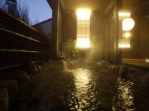 【大浴場:露天風呂】天気のいい日には、露天風呂から星空を楽しむこともできますよ。