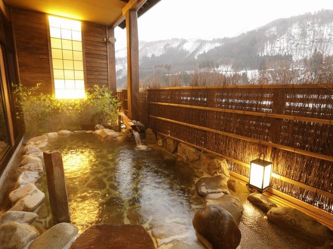 【大浴場:露天風呂】日が徐々に落ちると違った雰囲気が楽しめます。