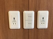【客室:設備】全室USBコンセント。電源アダプタなしで充電が可能です。