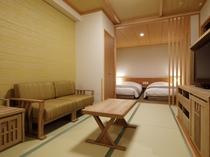 【客室】デラックスツイン◆32.2平り リビングスペースにはソファーとテレビを完備。 り