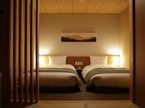 【客室:デラックスツイン】32.2平米 心地良いベッドで旅の疲れを癒してください。