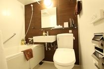 お風呂とトイレが一緒になったユニットバスタイプ♪