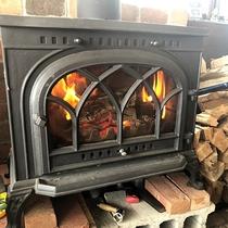 *レストラン/皆様を温める大きな暖炉もございます。暖炉の火は見ていて落ち着きますね!