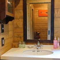 *館内一例/細部にまでこだわった洗面所。朝からパッと気分も上がるデザイン