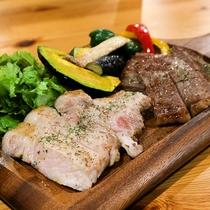 *夕食一例/おだしまポークソテーとサーロインステーキの贅沢なコラボ