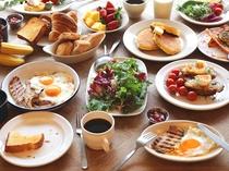 ご朝食の和洋バイキング(約50種類)