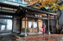 小樽市指定歴史的建築物 旧板谷邸 築93年 大正時代に建てられた和風エントランスと洋館の朝食会場