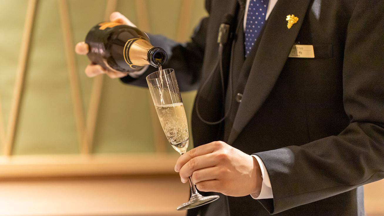 JSA認定ソムリエ4名在籍。和食とワインのペアリングお奨めいたします