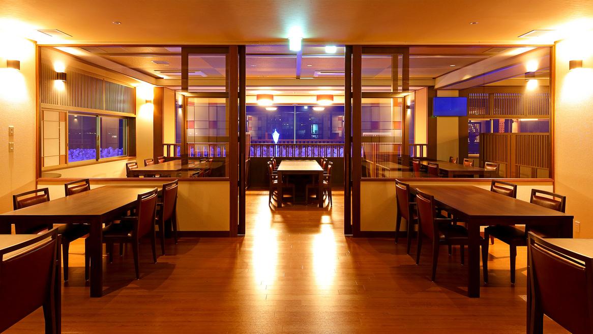 ダイニング・レストラン「漣」ジャズが流れ暗めのムーディーな雰囲気