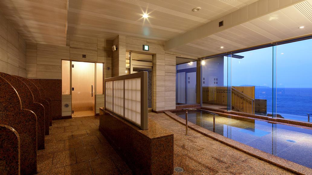 大浴場内風呂は男女ともフロントオーシャンビュー
