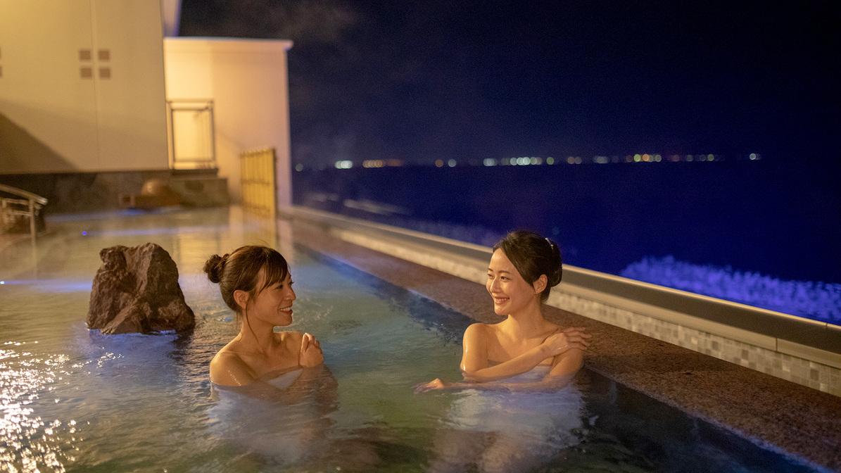 七色の水中照明のインフィニティ天空露天風呂