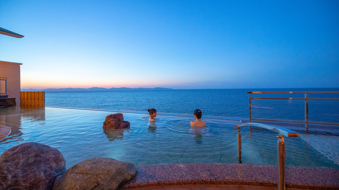 空と海と温泉が切れ目なくつながるインフィニティ天空露天風呂