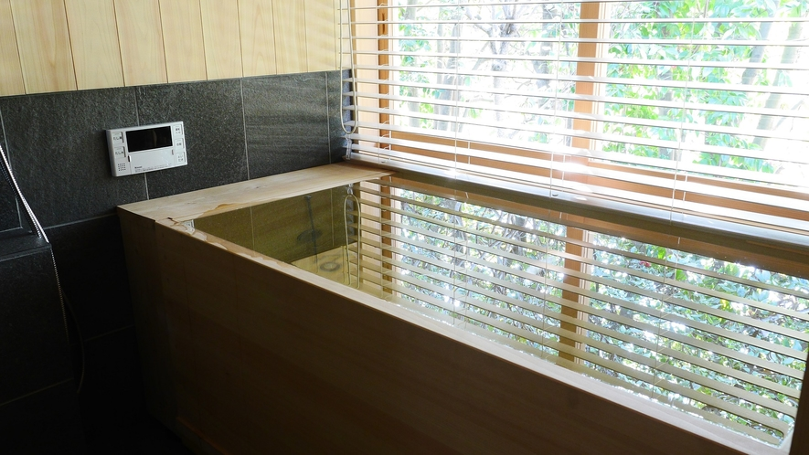 奈良の職人が丹精込めてつくった檜風呂※一部の客室はシステムバスです。