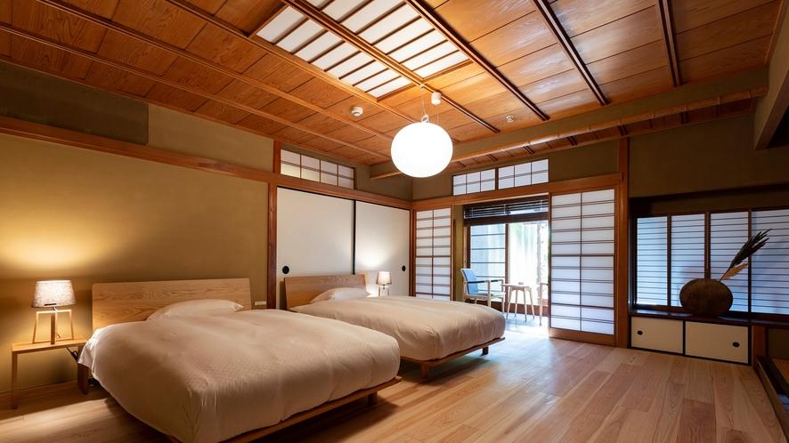 【VMGグランド・104】板張りの床と檜風呂を誂えた温もりある一室。