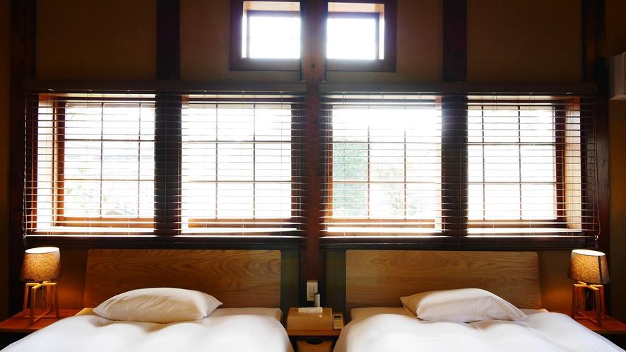 【VMGグランド・105】 米蔵の2階を当時の梁や天井はそのままに感じられる一室。