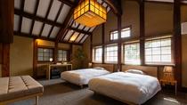 【スタンダード・105】庭の木々や屋根の古瓦が眺められる日当たりの良い一室です。