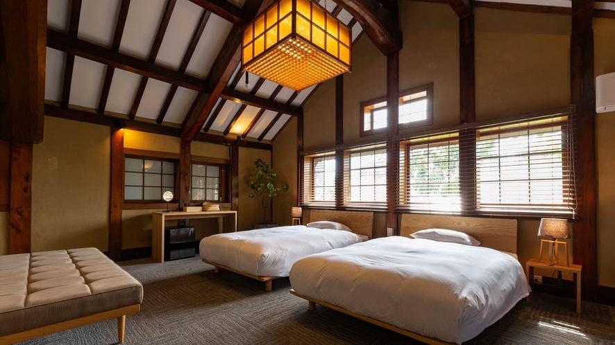 【VMGグランド・105】庭の木々や屋根の古瓦が眺められる日当たりの良い一室です。