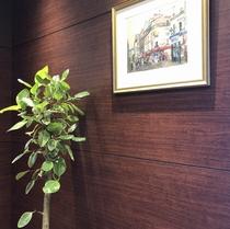 エレベーター前絵画