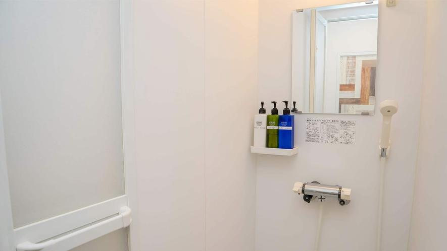 ・シンプルで清掃の行き届いたシャワーです