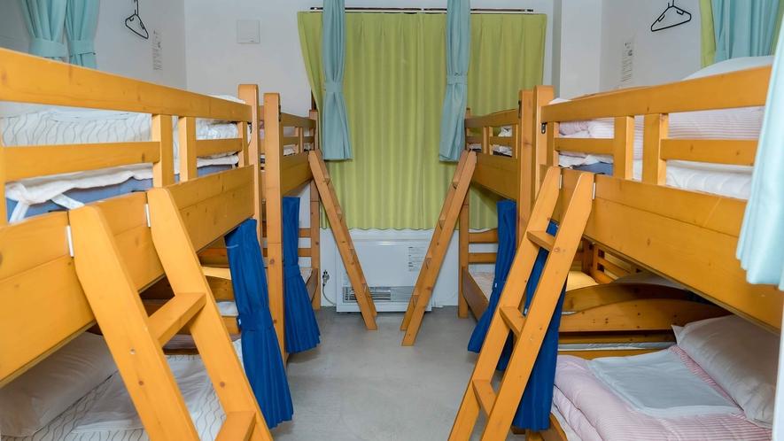 ・<ドミトリー二段ベッド>旅慣れた客が全国からいらっしゃってます