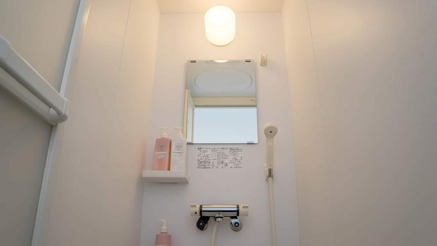 ・シャワー室はシャンプー・リンス・ボディーソープ完備してます