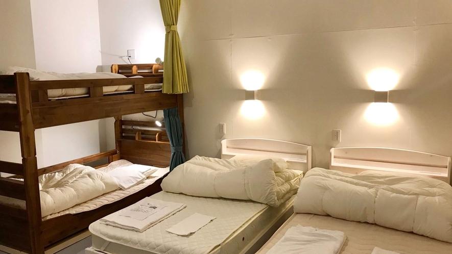 ・<一室貸切ファミリールーム>ベッドタイプはシングルベッドです