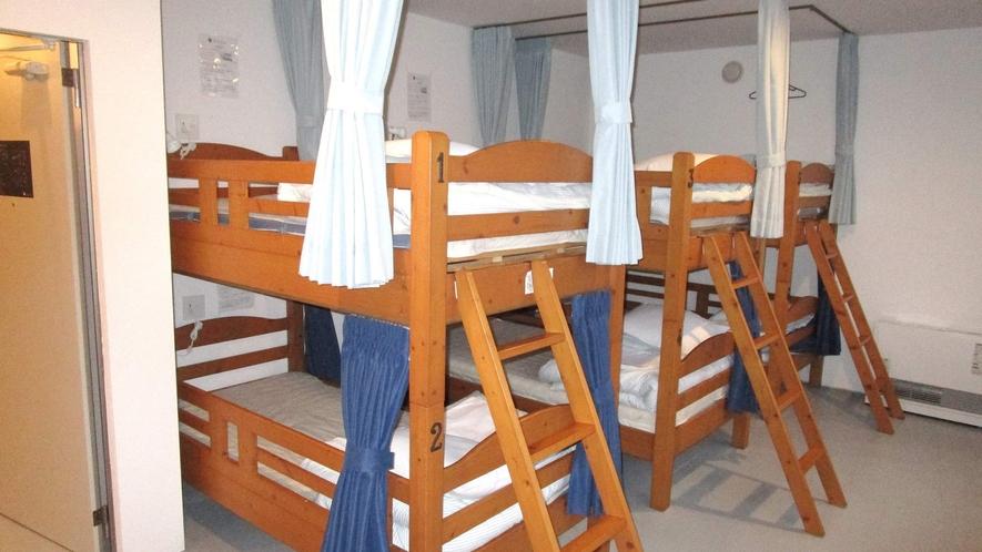 ・<ドミトリー二段ベッド>梯子も安全で登りやすいです