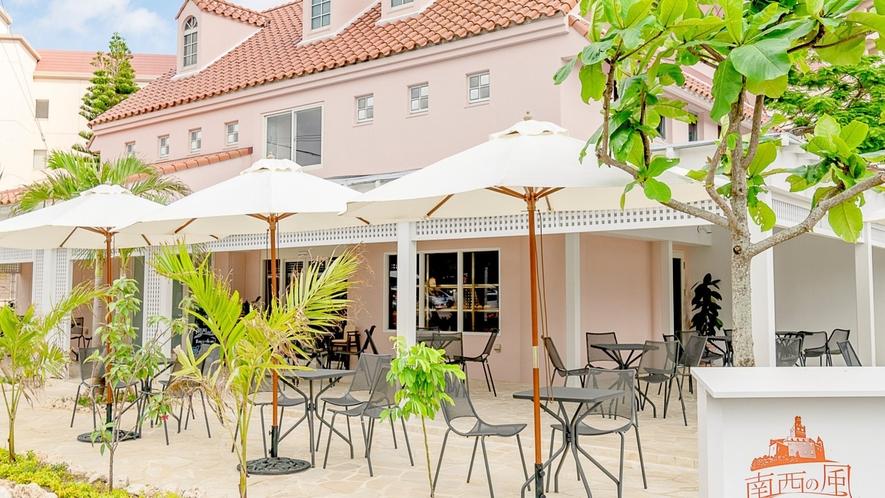 【リゾート内レストラン】南西の風ベーカリー&カフェ パンやドリンクはテラス席でごゆっくりどうぞ。